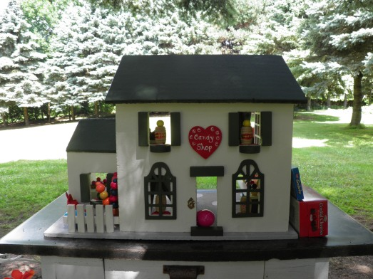 One of the doll houses my mom painted and decorated